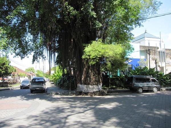 Gatuscen i centrala Denpasar, Bali.