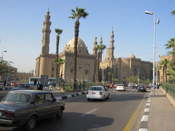 De två moskéerna som ligger nedaför Citadel, Kairo.