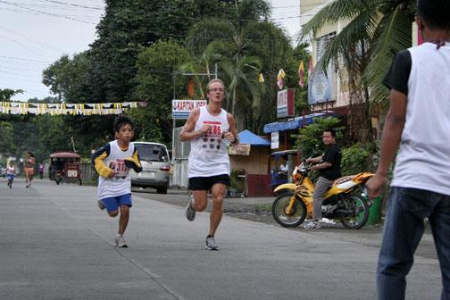 Stefan, 5 km race, Dumaguete marathon 2009. Källa/Source: www.dumaguetemarathon.com
