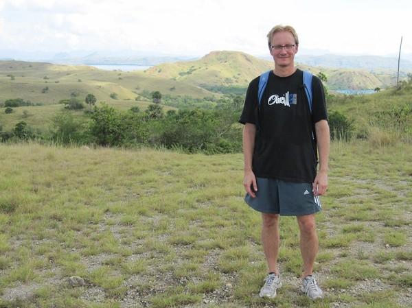 Stefan på toppen av långa trekken, Rinca island.