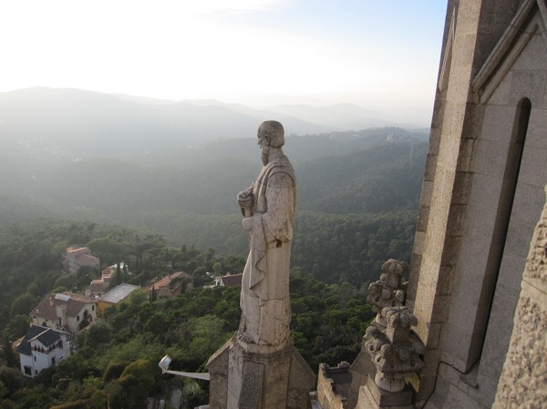Uppe på den katolska kyrkan Temple de Sagrat Cor uppe på Tibidabo, Barcelona.