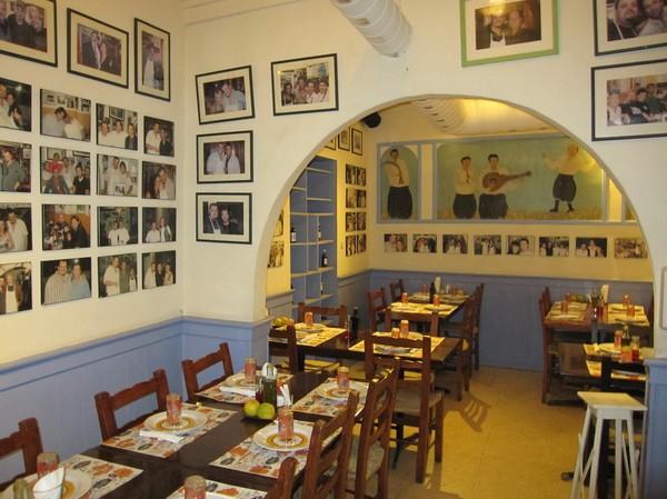 Inne i Zanettos Taverna i den grekcypriotiska delen av Nicosia.