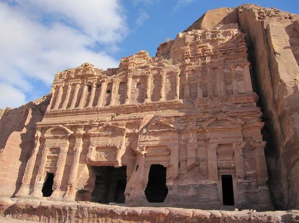 Palace tomb, royal tombs, Petra. Måste ha varit makalöst fint innan erosionen tog fart!