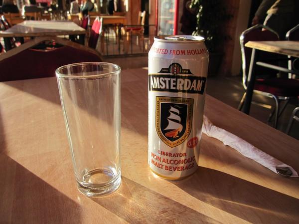 En alkoholfri(!) öl till maten efter heldag i Petra.