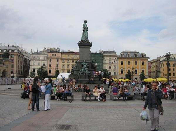 Adam Mickiewicz statyn, gamla staden, Krakow.