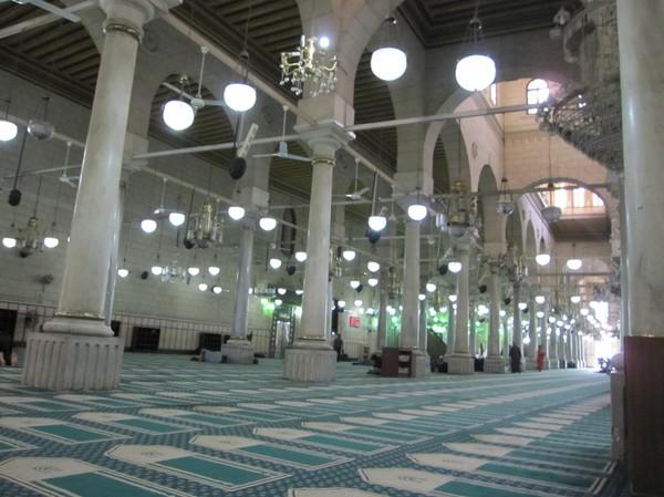 Inne i Al Hussein moskén, Kairo.