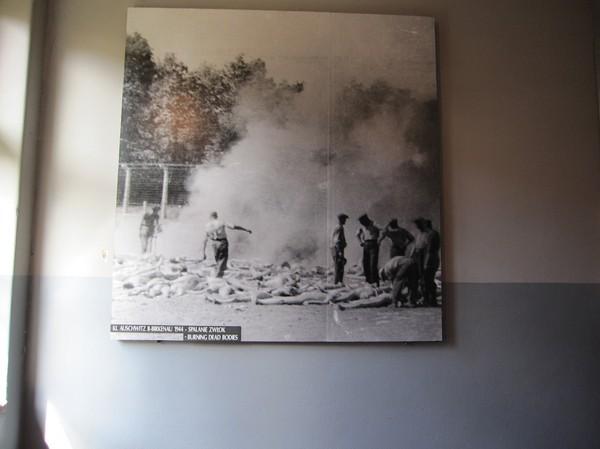 Judar som arbetar med att bränna lik, i värsta fall någon egen anhörig.