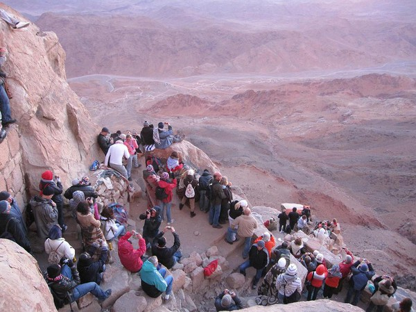 Det finns några olika nivåer med plats att stå på. Jag stod längst upp och hade den bästa platsen! Ljuset har anlänt! Mount Sinai.