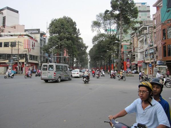 Gatuscen någonstans mellan Cholon och Pham Ngu Lao.