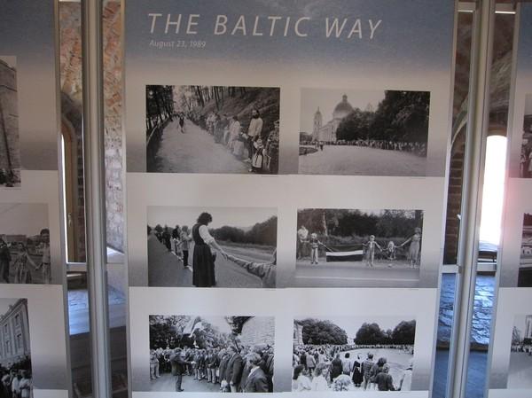 Den baltiska mänskliga kedjan för självständighet från Sovjetunionen den 23 augusti 1989. 2 miljoner människor hand i hand i 600 km från Vilnius till Tallinn. Upper castle museum, Gediminas hill, Vilnius.