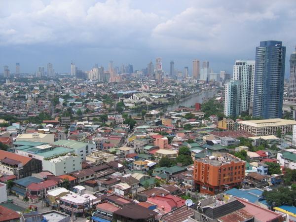 Utsikt över en del av jättestaden från mitt hotellrum, Makati, Manila.