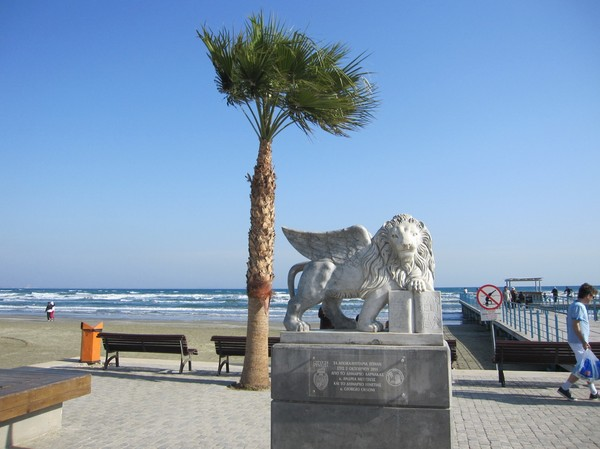 Strandpromenaden i centrala Larnaka.