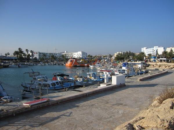 Båthamnen i centrala Agia Napa.