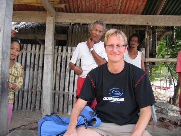 Mingel med lokalbefolkningen på södra Guimaras under min motorcykelfärd.