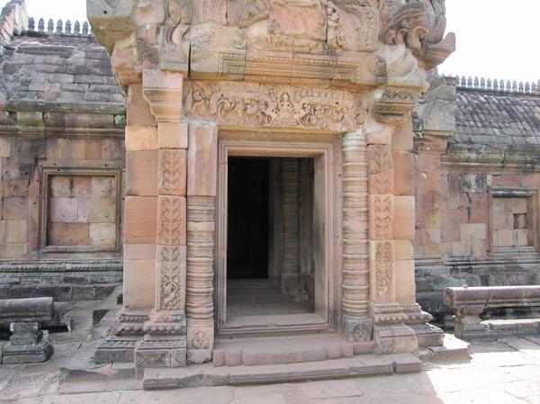 Detaljer i entrén till Phanom Rung.