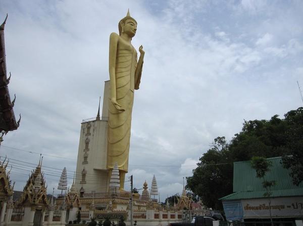 Thailands högsta Buddha på 68 meter, Roi et.