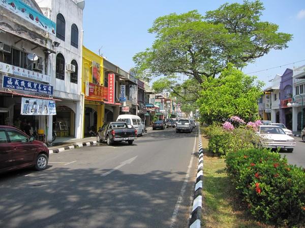 En av Kuchings färgglada gator.