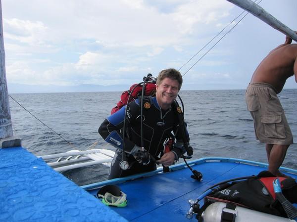 Lars färdig att hoppa i plurret vid Pescador island.