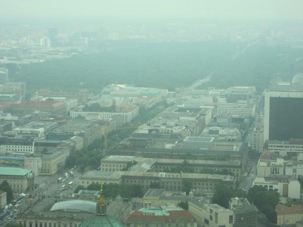 På den här bilden syns Brandenburger Tor och Tiergarten, Berlin.