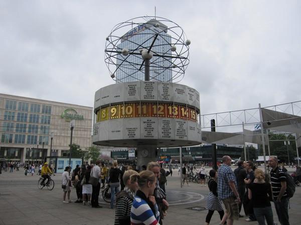 Världsuret(Weltzeituhr) på Alexanderplatz.
