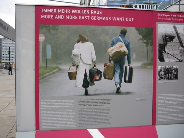 Utställning om återföreningen mellan öst och väst, Alexanderplatz.