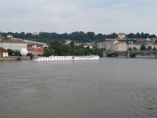 Foto från Charles Bridge med lite av Malá Strana i bakgrunden.