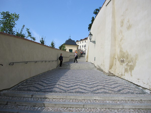 På väg upp till Prague Castle.