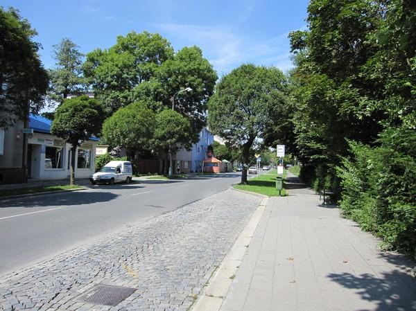 Busshållplats i närheten av mitt boende en bit utanför centrala Olomouc. Skulle lika gärna kunna vara en gata i en svensk småstad.