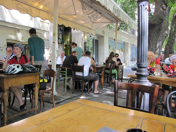 Middag på restaurang Verne vid Hviezdoslavovo nam, centrala Bratislava.