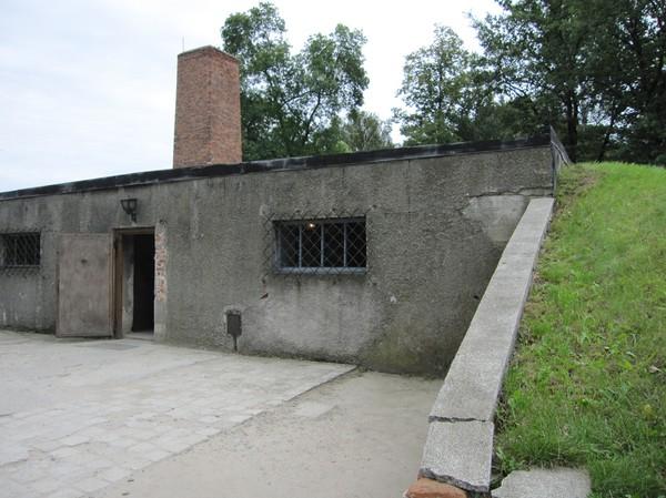 Gaskammare och krematorie 1, Auschwitz I. På Birkenau konstruerades sedermera fyra gaskammare med krematorium ytterligare.