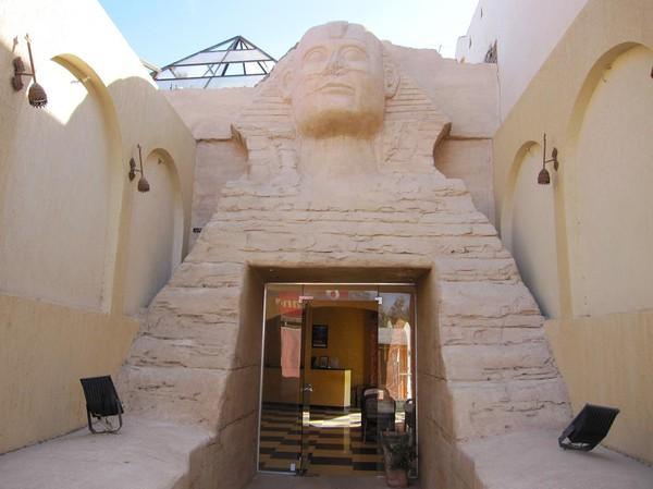 Entrén, Sphinx Hotel.
