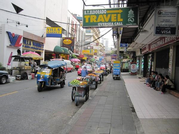 Längs Sukhumvit soi 11, Bangkok.