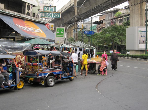 Entrén till Sukhumvit soi 11, Bangkok.