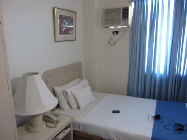 Mitt hotellrum på Hotel Galleria i downtown Davao.