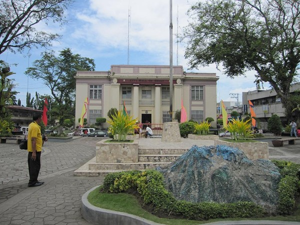 Davao city hall. En flashback från min första resa till Davao, då jag la ut en liknande bild som denna!