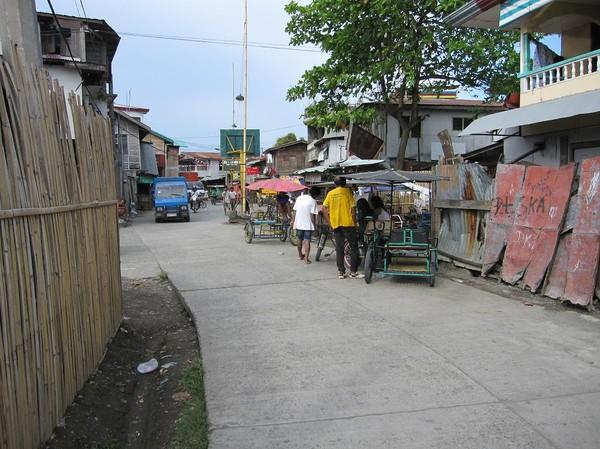 En promenad i slummen och möte med en hel del otroligt glada människor. Bra att ibland få perspektiv på hur bra man har det, Davao.
