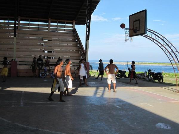 Basket i centrala Cateel.