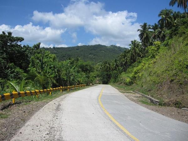 Stillahavskustvägen mellan Cateel och Bislig.