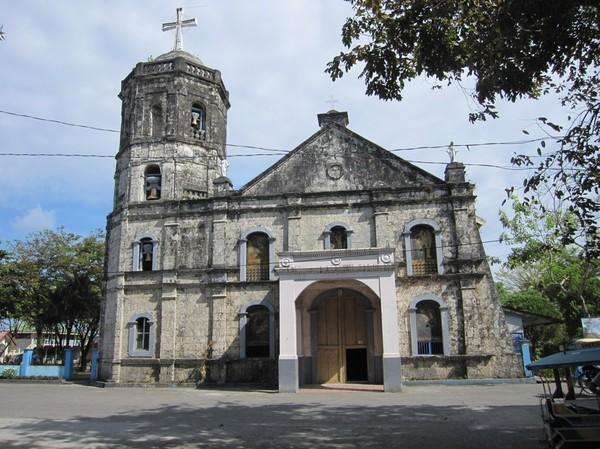 Den gamla fina kyrkan i centrala Baybay.