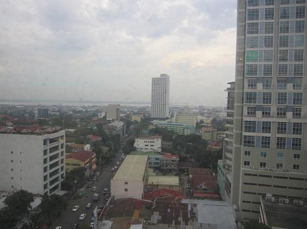 Riktning längs F. Ramos street. Bilden är tagen ifrån mitt hotellrum på Summit Circle Hotel.