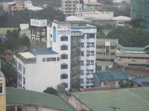 Fuente Pension House som jag alltid bott på under mina tidigare vistelser i Cebu city. Bilden är tagen ifrån mitt hotellrum på Summit Circle Hotel.