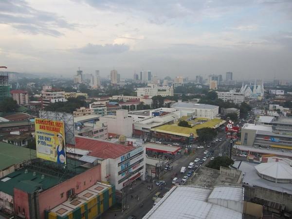 Riktning längs Maxilom Avenue. Bilden är tagen ifrån mitt hotellrum på Circle Summit Cebu Hotel.