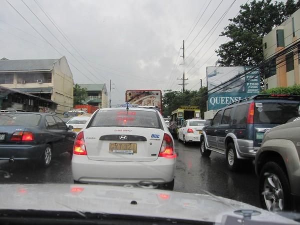Trafikstockning i taxin på väg upp till uptown Cebu city från SM mall.