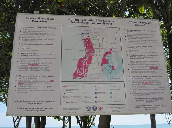Evakueringsplan vid eventuell tsunami på Kuta med omnejd, Kuta beach, Bali.