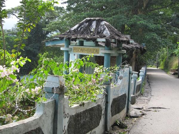 Nedgången till hotellets swimmingpool, Baucau, Timor-Leste.
