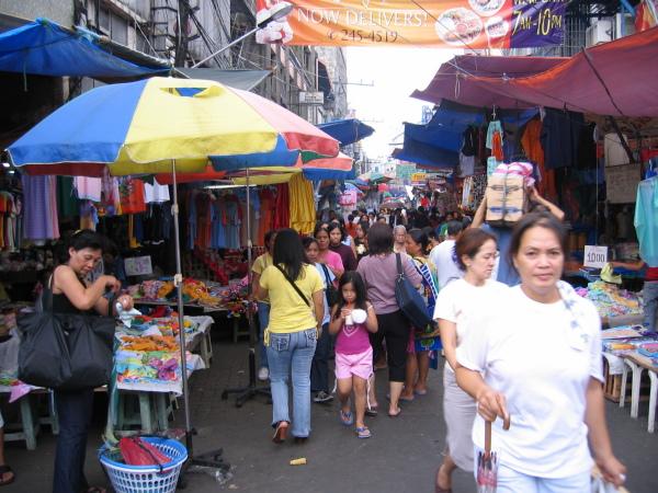 Typisk gata i centrala Manila.