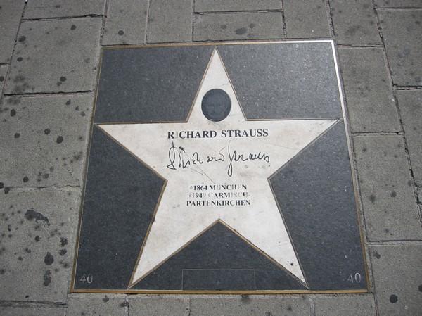 Minne av tyske kompositören Richard Strauss utanför Staatsoper (stadsoperan) i Wien.