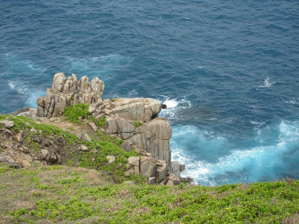 Färgen på havet tillsammans med de fina färgerna på omgivningen är rörande vackert!