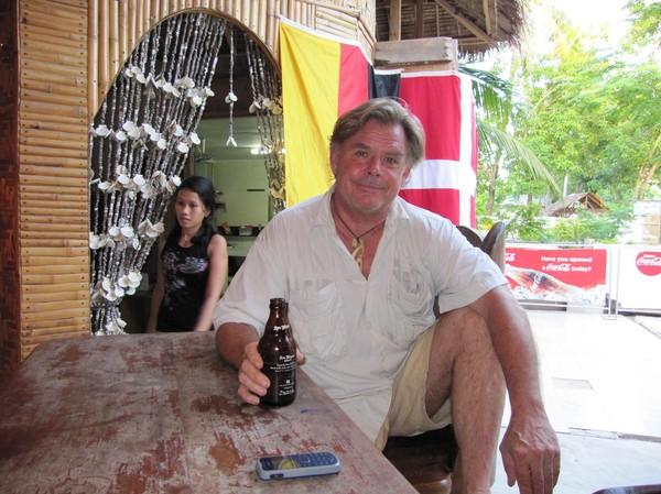 Anders (Andy) himself på Blue Ice Bar, Santa Fe, Bantayan island.