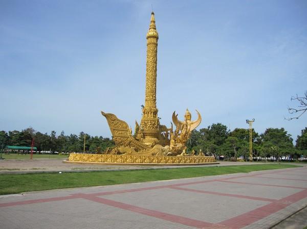 Ljusskulpturen i Thung Si Muang Park, centrala Ubon Ratchathani.